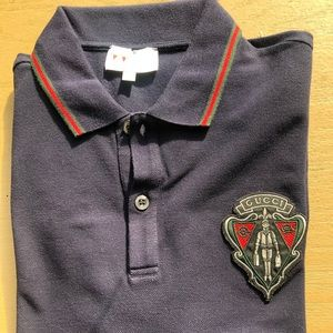 97a577efcf2 🔥Men s Gucci polo shirt with crest and web design ...